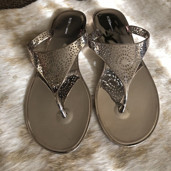 5e9609d00ee New BCBG Generation Starr 2 size 10 Thong Sandals